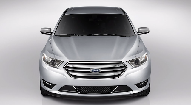 2013 Ford Taurus silver front