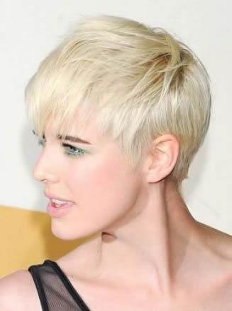 Otra manera de llevar el corte de pelo garçon es el look despeinado para  dar la impresión de casual y desenfadado. 90479064b266