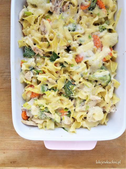 Zapiekanka makaronowa z brokułem i kurczakiem przepis