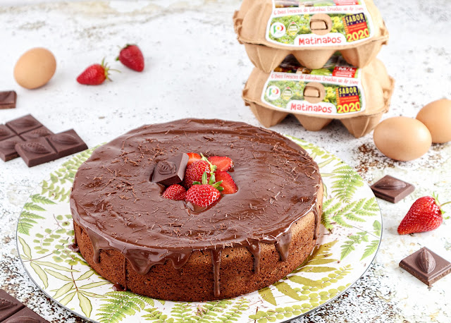 Bolo de Iogurte e Chocolate com Ganache