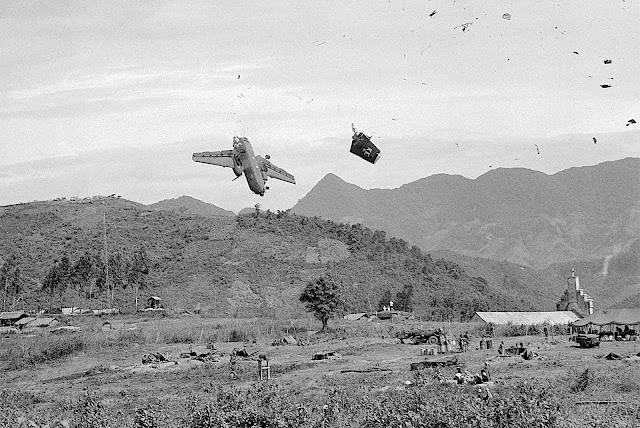 1967 Vietnam war, an unusual photograph of a falling war plane