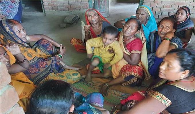 गाजीपुर में साड़ी के फंदे से लटककर विवाहिता ने दी जान, पति ससुर सहित 5 के खिलाफ मुकदमा