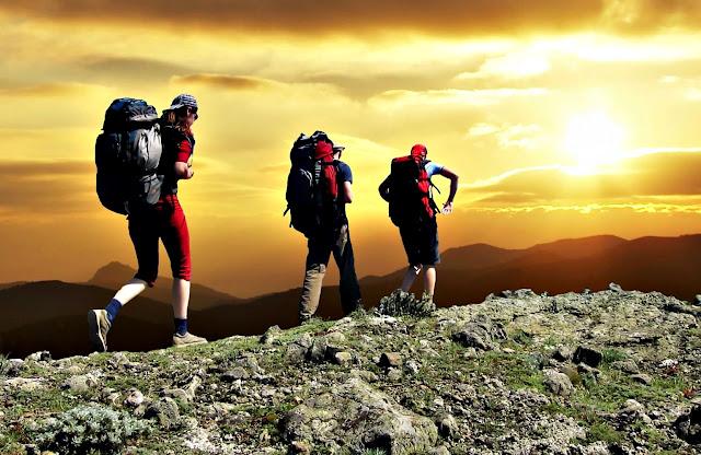 Senderismo trekking beneficios salud fortaleza