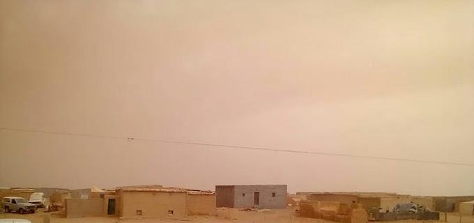 Una fuerte tormenta de arena causa numerosos daños en los campamentos saharauis