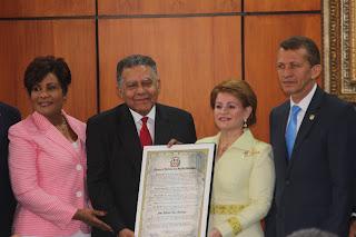 Diputados reconocen al periodista Juan Bolívar Díaz