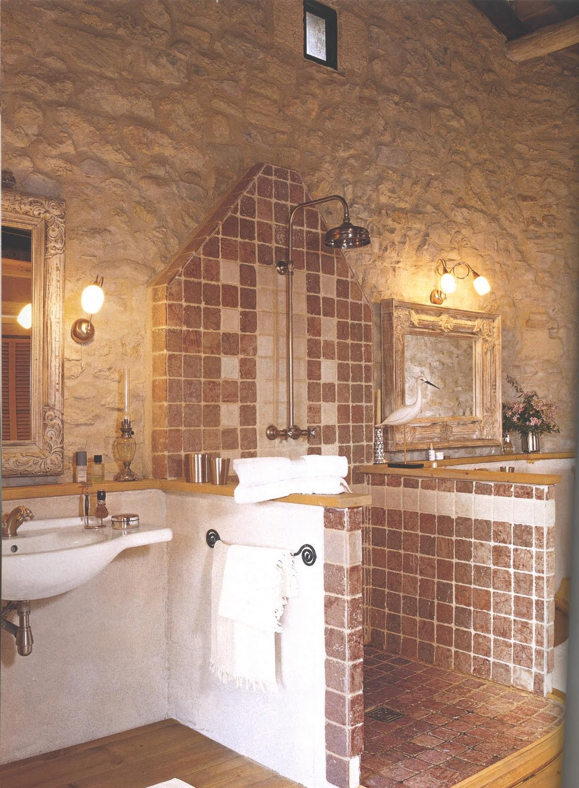 Boiserie c bagno la matericit dello stile provenzale for Arredo bagno in stile provenzale