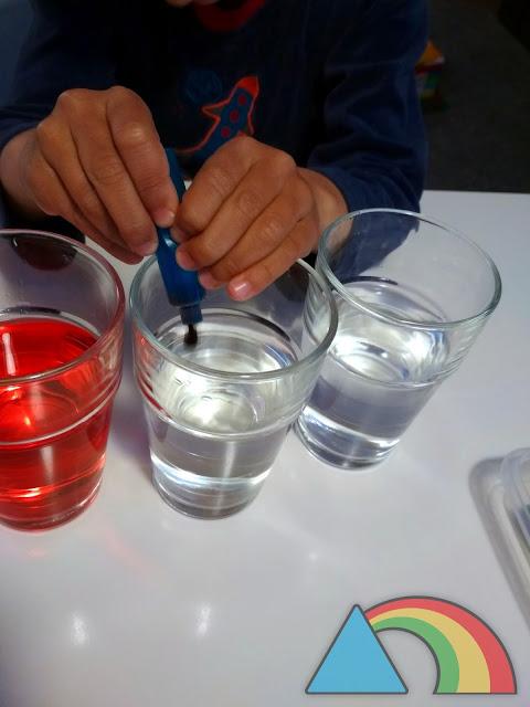 Coloreando agua con los colores primarios