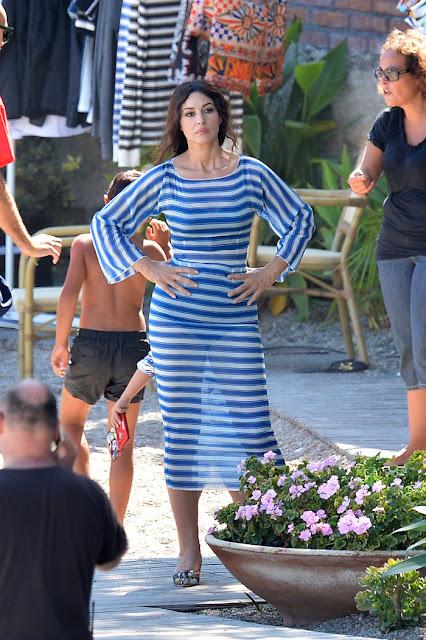 Η Μόνικα Μπελούτσι κάνει διακοπές στην Πάρο