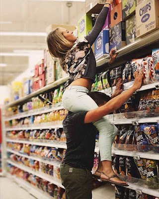 Pareja tumblr en el supermercado fotos tumblr
