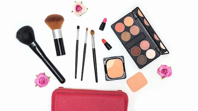 4-Peralatan-Makeup-yang-Wajib-Ada-di-dalam-Tas-Wanita