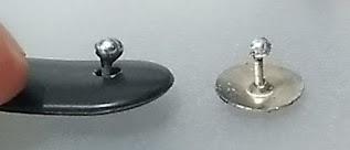 Imagem do botão adaptado com tachinha e solda.