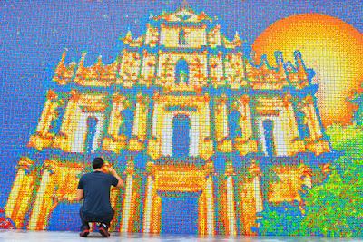 Lukisan Mocasic rubik terbesar yang ada di dunia dibuat oleh Cube Work Studio