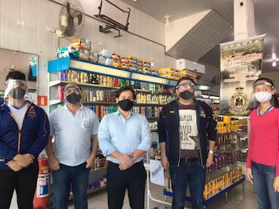 ONG Pelicano's entrega protetores faciais nas empresas de Juquiá
