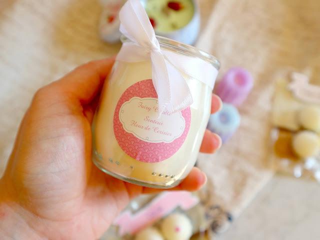 Fairy candle rélise des bougies dans de jolis contenant, comme ce pot de yaourt en verre !