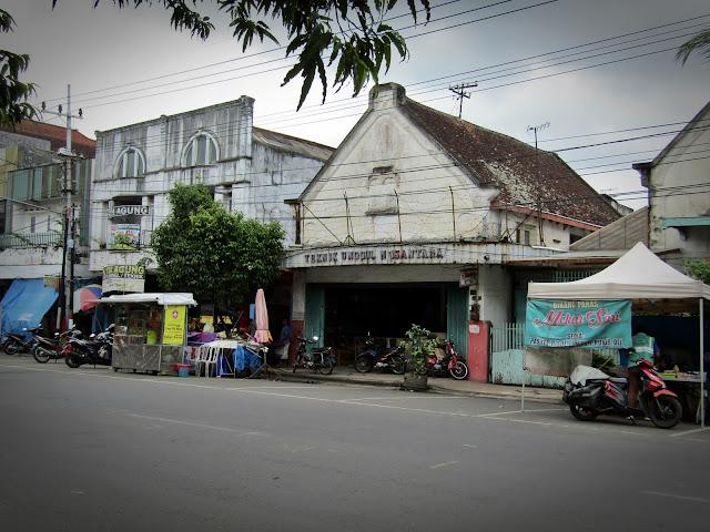 bangunan lawas jalan kyai tamin malang