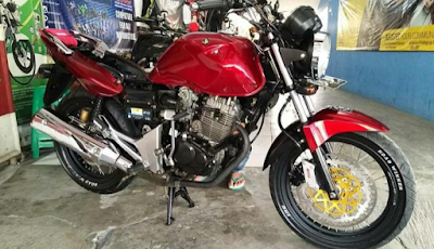 motorcycles clean in rainy season.png