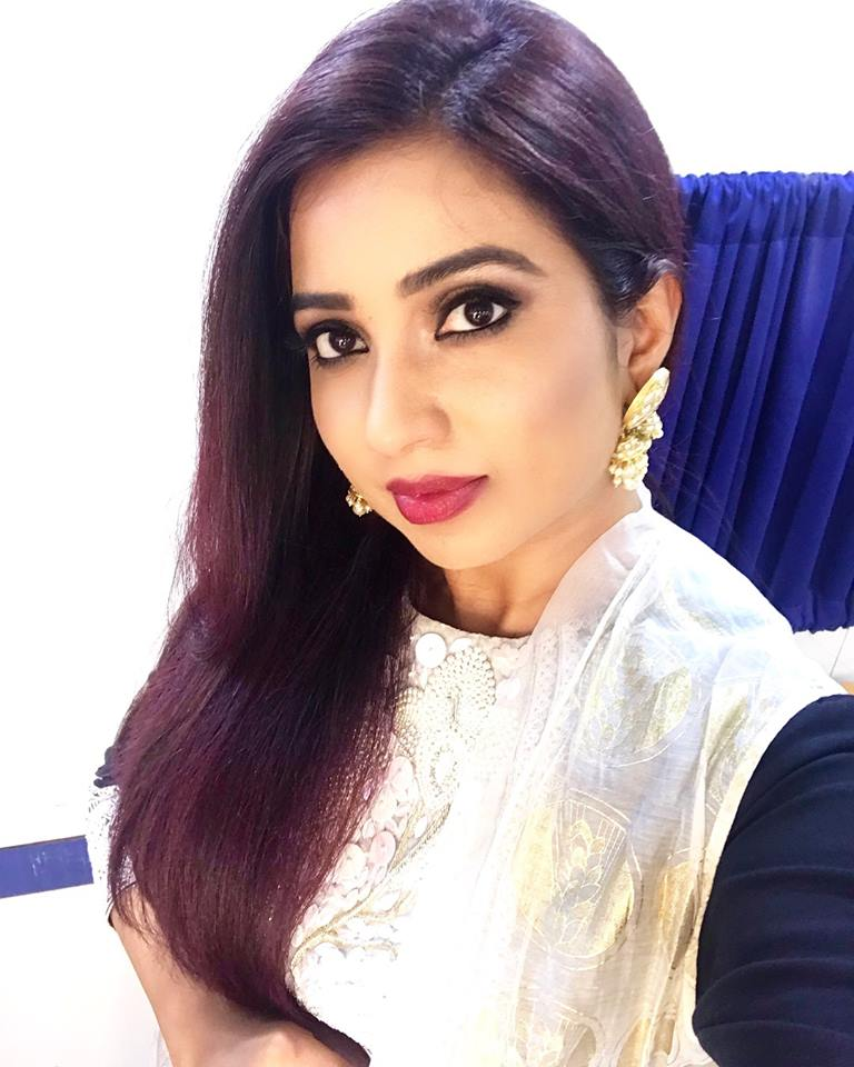 Shreya Ghoshal Wallpapers   Most beautiful indian actress