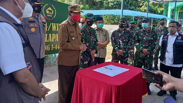Korem 032 Wira Bima dirikan posko dapur umum untuk layani kebutuhan pangan masyarakat terdampak COVID-19, Pemkot Pekanbaru Salurkan Bahan Pokok