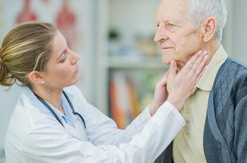"""Penyakit Lipoma : Pengertian, Tanda dan Gejala, Penyebab, Dan Faktor Risiko  Pengertian Lipoma  Lipoma adalah lapisan lemak yang secara bertahap menumpuk di bawah kulit, di antara kulit dan lapisan otot. Lipoma sering terdapat di leher, punggung, bahu, dam paha. Lipoma juga dapat berkembang di bagian tubuh lain seperti usus. Lipoma merupakan tumor jinak dan lebih sering terjadi pada dewasa.  Tanda dan Gejala Lipoma  Lipoma awalanya sering muncul dalam bentuk benjolan subkutan lunak, bulat, dan tidak nyeri. Pasien sering tidak menyadari bahwa ia memiliki lipoma. Kebanyakan tumor dapat sedikit lembek atau seperti karet, dan dapat juga lunak atau keras. Lipoma dapat digeser ke area sekitarnya dengan mudah. Lipoma dapat muncul lebih dari satu. Biasanya tumor dapat menyebabkan nyeri jika mengenai saraf atau jika di dalam lipoma terdapat banyak pembuluh darah.  Ukurang lipoma bercariasi namun jarang melebihi 8 cm. Lipoma lebih sering ditemukan di lengan bawah, kaki, punggung dan leher. Lipoma dapat terjadi di bagian tubuh lain seperti paru-paru, usus besar, payudara, dan gejalanya tergantung dari letak lupoma.  Penyebab Lipoma  Penyebab lipoma masih belum diketahui. Diduga faktor genetik berperan sebagai penyebab lipoma. Umumnya lipoma dapat terjadi pada beberapa orang dalam satu keluarga.  Faktor Risiko Lipoma  Ada banyak faktor risiko untuk lipoma, yang diantaranya : Usia Orang berusia 40-60 tahun lebih berisiko dibanding yang lain. Memiliki Penyakit Lain Misalnya Cowden syndrome, Garden's syndrome. Riwayat Keluarga Memiliki riwayat keluarga yang menderita lipoma.   Nah itu dia bahasan dari penyakit lipoma pada manusia, melalui bahasan di atas bisa diketahui mengenai pengertian, tanda dan gejala, penyebab, dan faktor risiko dari penyakit ini. Mungkin hanya itu yang bisa disampaikan di dalam artikel ini, mohon maaf bila terjadi kesalahan di dalam penulisan, dan terimakasih telah membaca artikel ini.""""God Bless and Protect Us"""""""