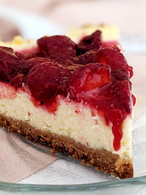 Cheesecake fácil y rápido con salsa de frutillas frescas