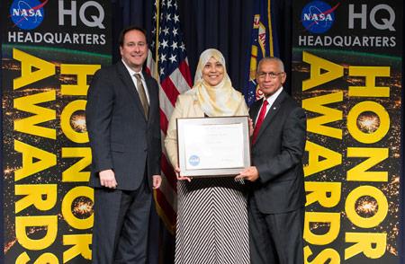 Tahani Amer, NASA, Badan Penerbangan dan Antariksa Amerika Serikat, pegawai NASA, NASA perempuan, pegawai NASA wanita, pegawai NASA berhijab, pegawai NASA berjilbab