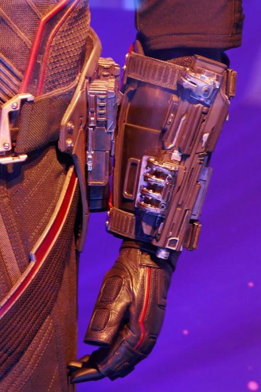 Falcon gauntlet detail Avengers Infinity War