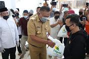 Gubernur Olly Bersama Baznas Bagikan 3000 Paket Ramadhan untuk Kaum Dhuafa