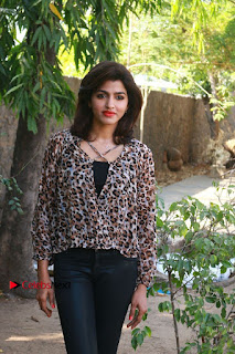 Tamil Actress Sai Dhansika at Vizhithiru Movie Press Meet Stills  0010.jpg
