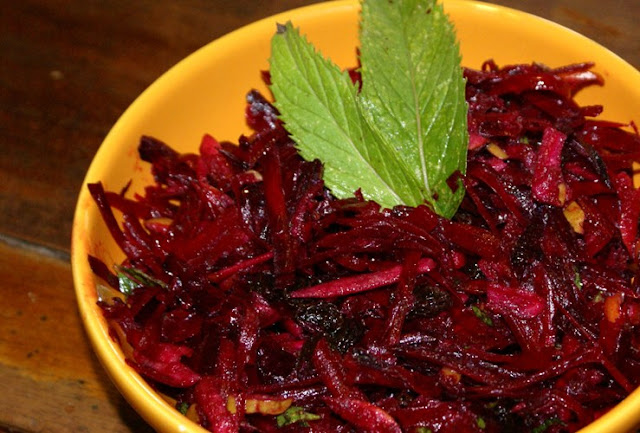 Winter salad - grated beetroot and apple