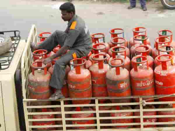 Gas cylinder was cheaper by 65 rupees in April 2020