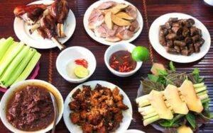 Văn minh ở đây – là tôn trọng văn hóa địa phương, trong đó có văn hóa ẩm thực, chứ không phải áp tiêu chuẩn của quốc gia này vào quốc gia khác, đề cao văn hóa nước này mà phủ nhận văn hóa của quốc gia khác.