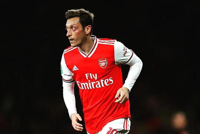 """""""18 tháng rồi Mesut Ozil mới tươi cười như thế"""" 1"""