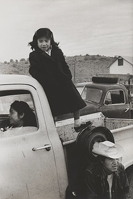 http://yama-bato.tumblr.com/post/160759900696/zzzze-gary-winogrand-untitled-arizona-usa