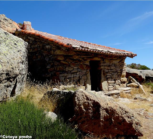 Chozo del Barquillo en la Sierra de Gredos