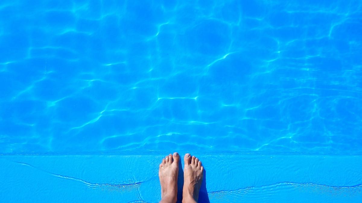 Bathing and swimming pool coating