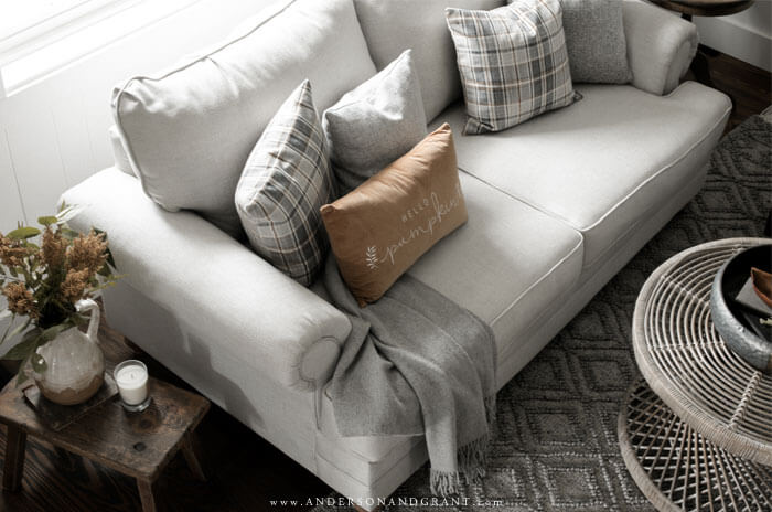 Be inspired to decorate for fall like this modern transitional farmhouse living room.