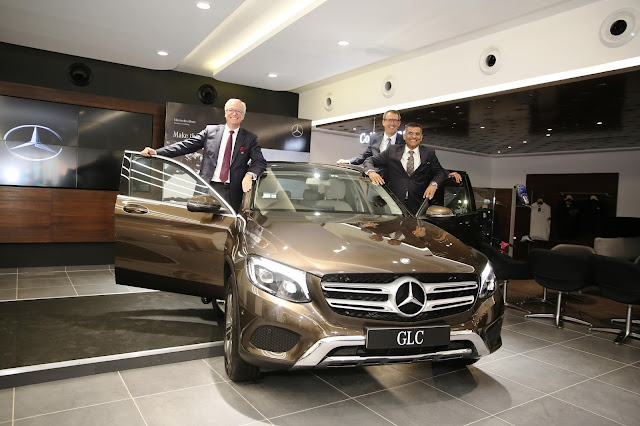 Mr. Roland Folger, MD & CEO, Mercedes-Benz India_  Mr. KM Thakkar, Execu...