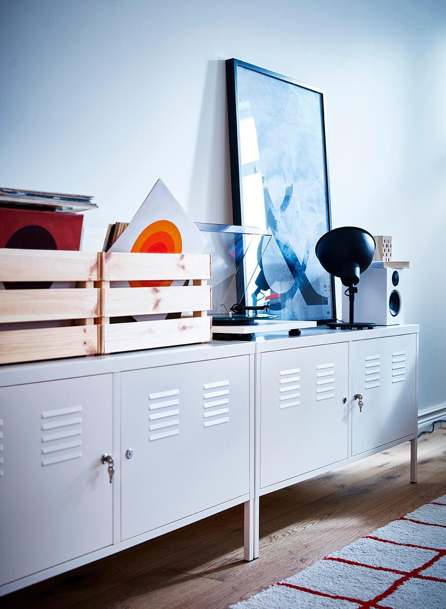 novedad catálogo ikea 2020 armario blanco IKEA PS con llave y cajas de madera