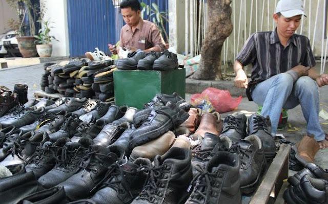 Susah Dapat Rezeki yang Berlimpah? Anda Harus Belajar dari Kedua Tukang Sol Sepatu ini