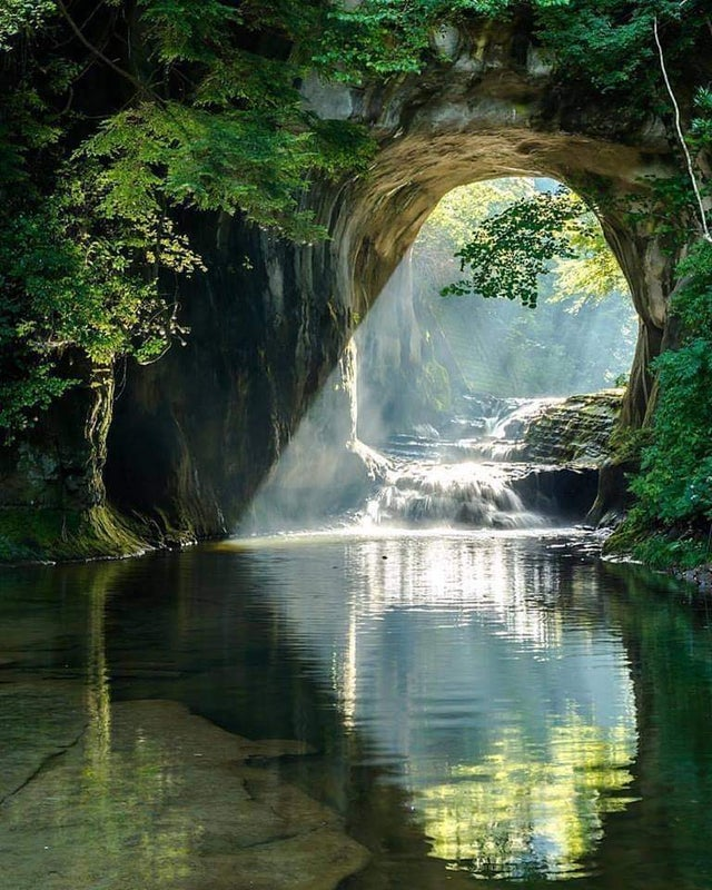 Водопад Номидзо и пещера Камейва