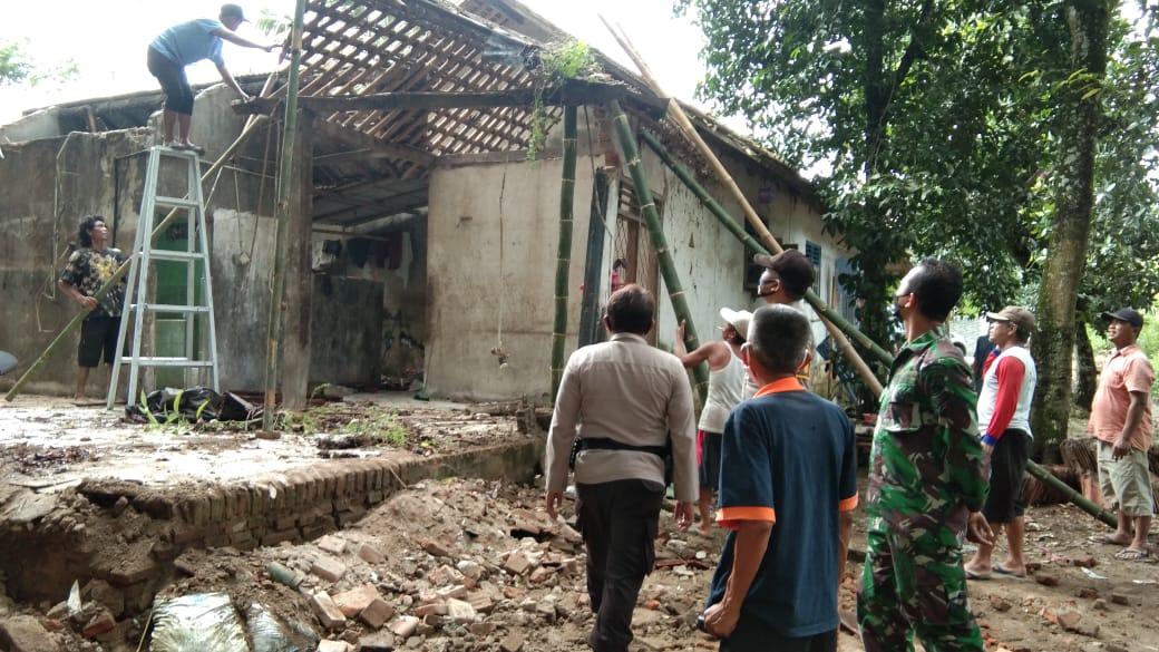 Rumah Warga di Petanahan Rusak Setelah Diterjang Angin Kencang