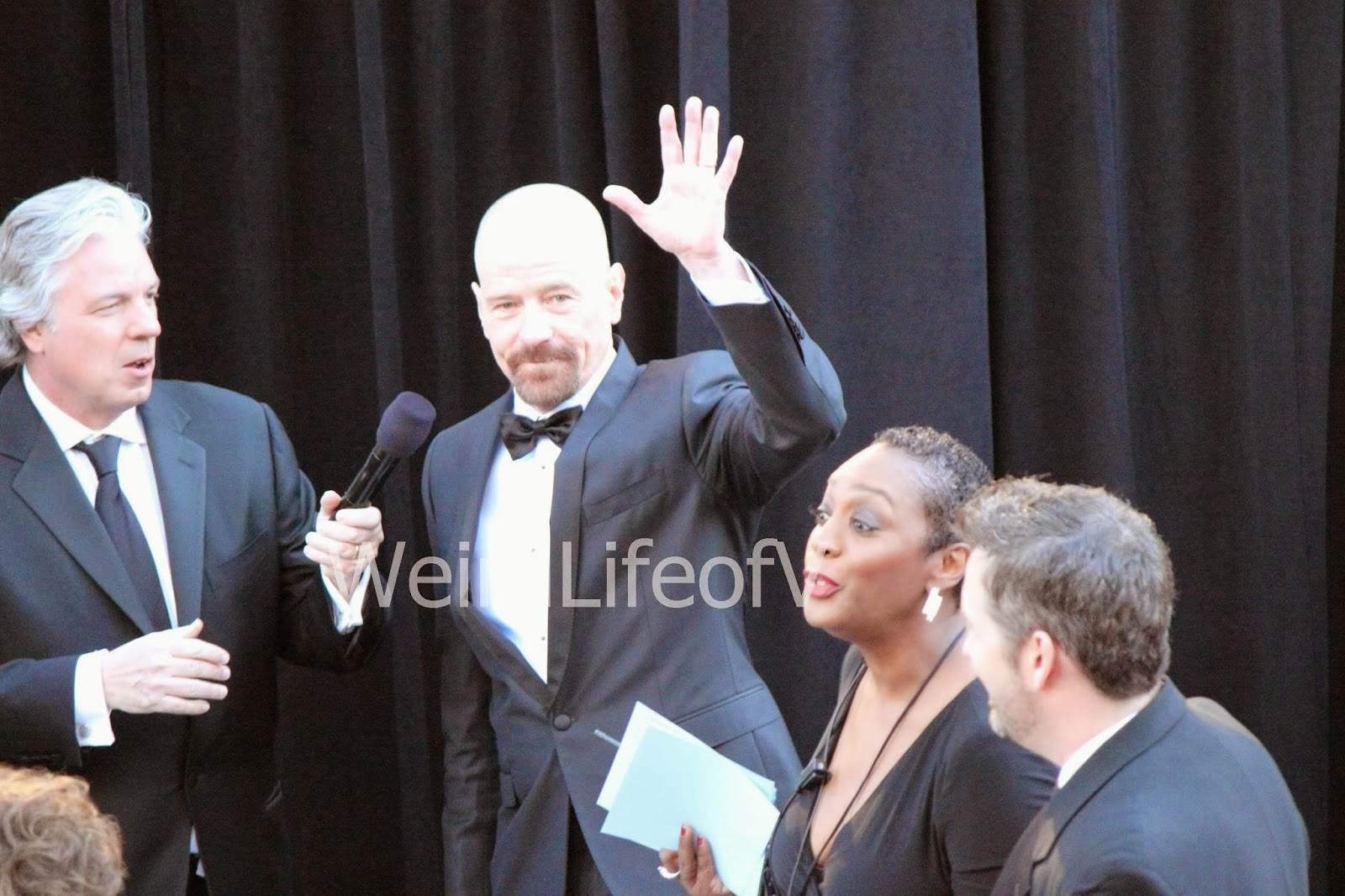 Bryan Cranston waving to the fans while being interviewed by Chris Connelly at the 2013 Academy Awards