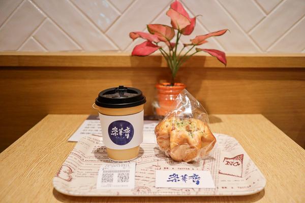 台中中區崇華齊烘焙本舖,素食麵包餅乾,還有內用區喝下午茶