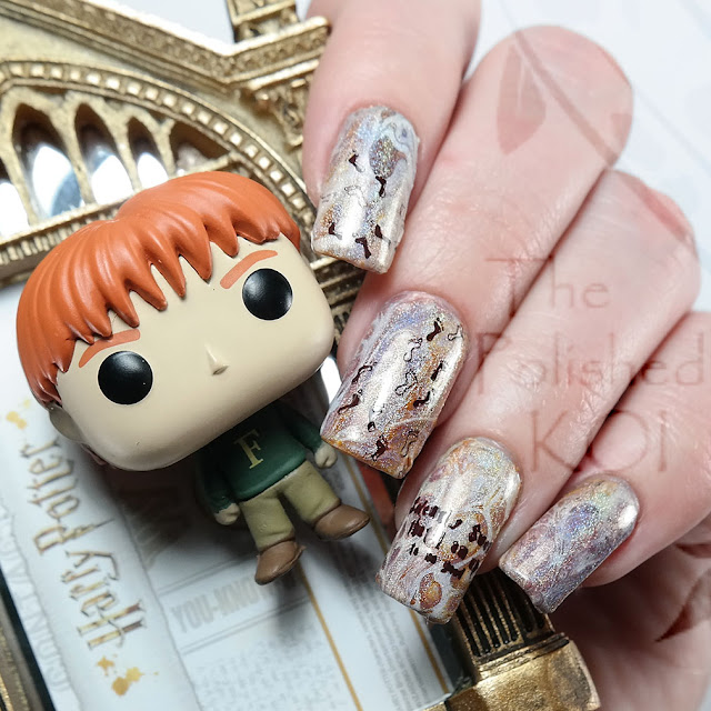 Harry Potter fluid nail art