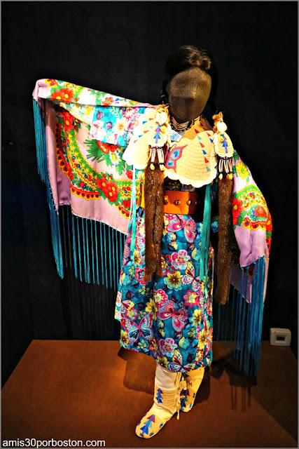 Yakama Girl's Fancy Shawl Dance de la Exposición Circle of Dance
