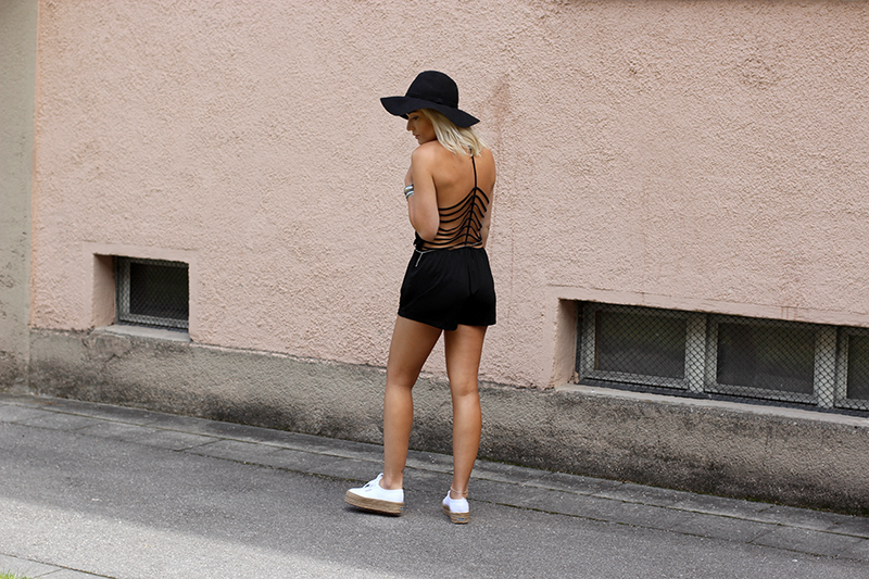 Hunkemöller-Summer-Jumpsuit-Endless Summer-Lauralamode-Mode-Modeblog-Fashionblog-Sassyclassy-Superga-Summer-ootd-Outfit-Deutschland-Munich-Muenchen
