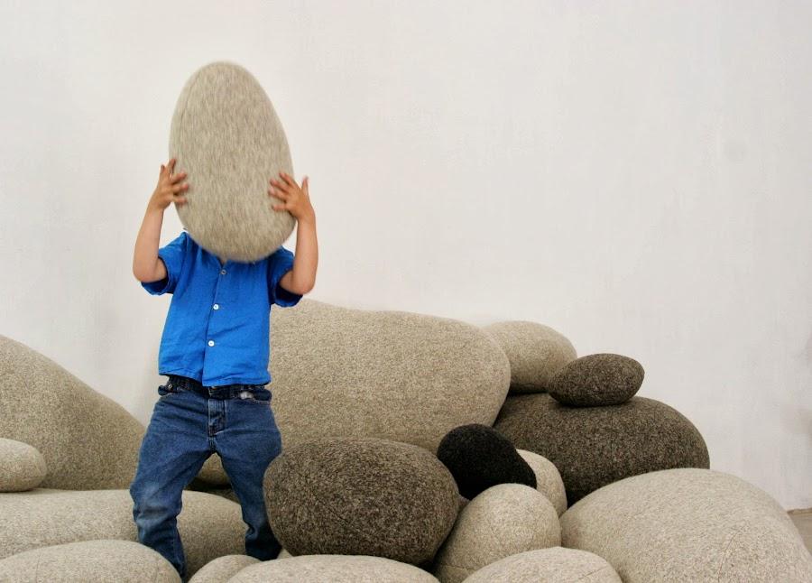Cojines y sofas piedra6