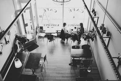 Two people in a cafe. Free image via Pixabay.