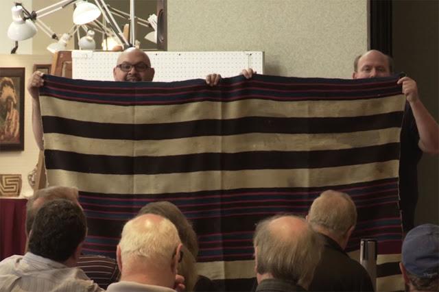 Nasib seorang laki-laki yang mempunyai selimut itu pun berubah drastis Terkini Dikira Tak Berharga, Selimut Usang Terjual Seharga Rp 20 Miliar