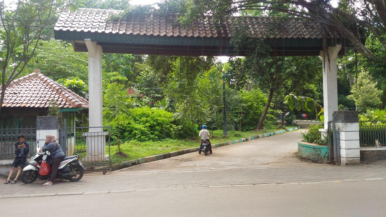 Pintu Gerbang Hutan Kota Srengseng